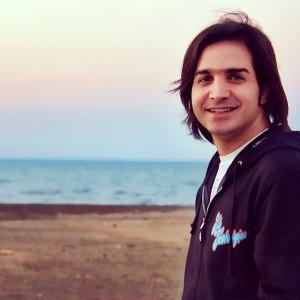 عکس محسن یگانه کنار دریا