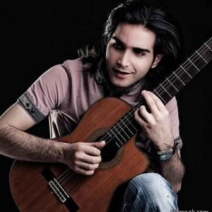 عکس محسن یگانه و گیتارش