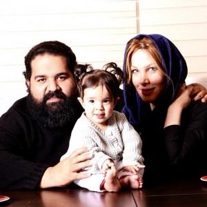 عکس رضا صادقی و همسرش و دخترش تیارا