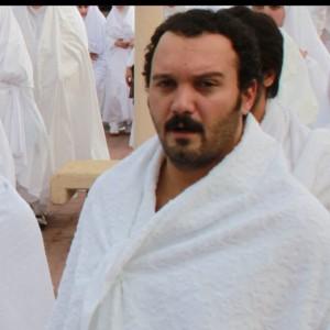 عکس کامبیز دیرباز در مکه با لباس احرام