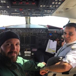 عکس کامبیز دیرباز کمک خلبان