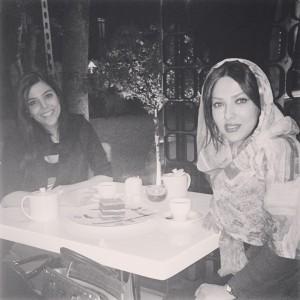 عکس شخصی لیلا اوتادی در رستوران