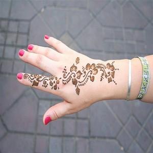 طراحی با حنا روی دست